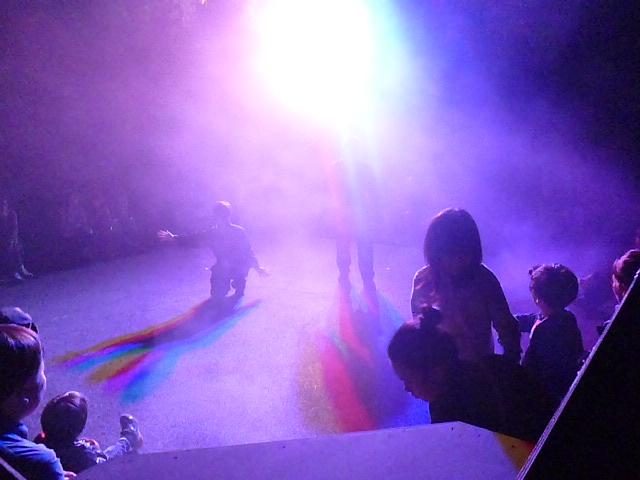 スモークの中では自分自身が虹の一部になるという作品です