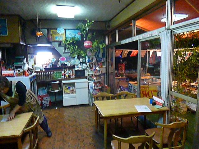 売店といっても,中は完全に食堂です