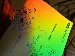 地図をかざすとこんなに濃く虹を捕まえることができます