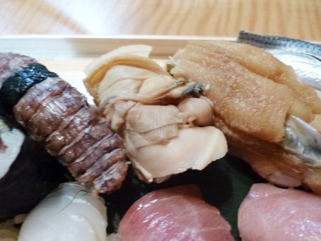 どれも江戸前の仕事寿司 煮蛤はムリいって入れてもらいました