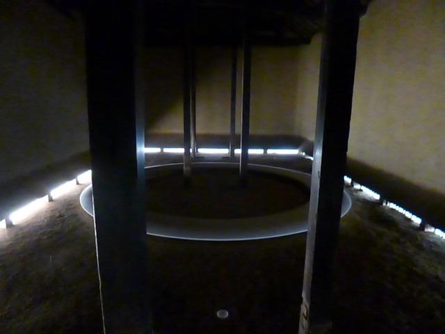 豊島美術館の流れる水の作品も内藤礼さんです