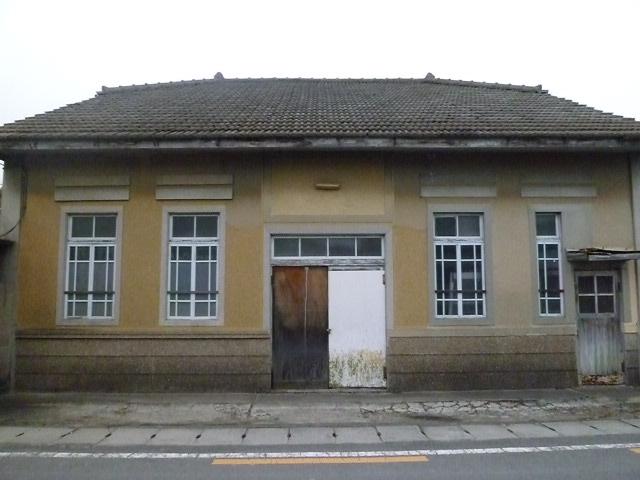 向かいの建物は,元郵便局