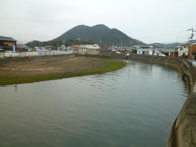 この山が風を遮ってくれるので,引田は風待ちの港として栄えたそうです