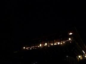 境内の明かりが落とされました いよいよ始まります