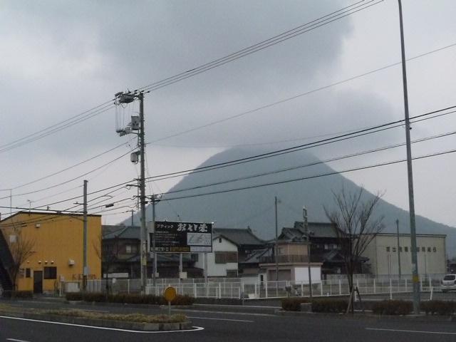 飯野山に傘