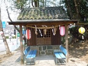 岩神さんの岩神社です