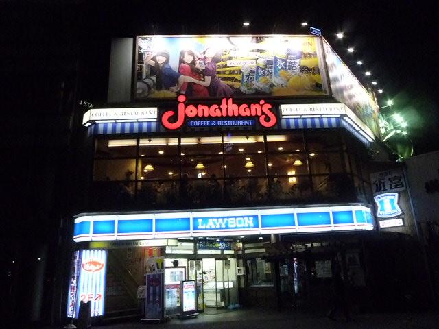 築地場外のランドマーク jonathan'sです 屋上の看板はKIRIN氷結のPerfumeです