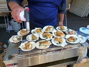 よろず貝類の鉄板焼きです