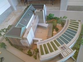 中庭には新しい施設が建設中です