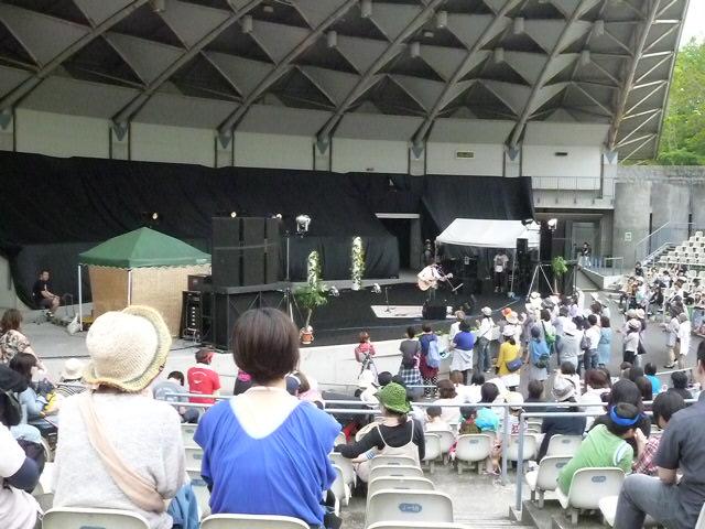 野音ステージの堂島孝平さん