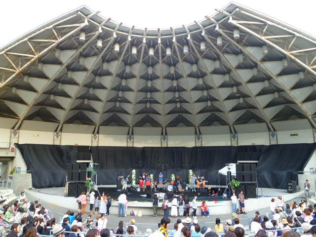 緑地公園野外音楽堂です