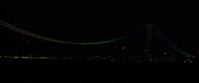虹色の明石海峡大橋