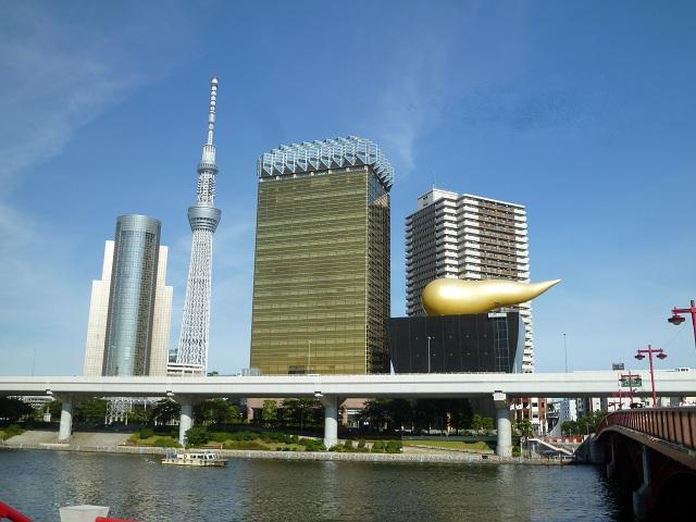 浅草駅を降りて地上に出ると,すぐにこんな光景を見ることができます