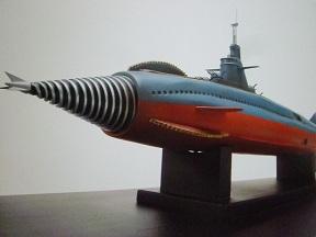 陸海空の万能戦艦です