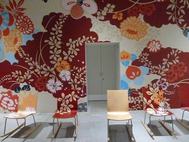十和田市現代美術館のショップの床も彼の作品です