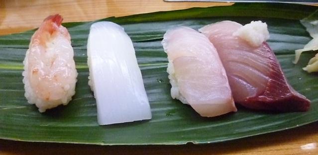 ガンドに添えられてるのは大根おろし 寿司に大根おろしは珍しいですね 金沢では普通でしょうか