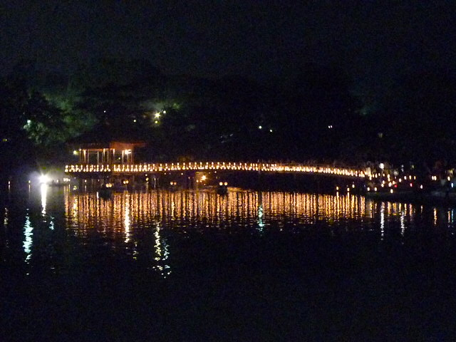 奈良の夜を明るく染めます