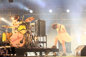 えっちゃんがドラムであっこちゃんがギター