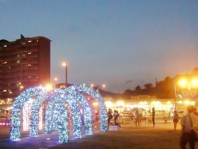 尾道駅前と駅前広場のライトアップ