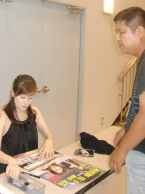 木住野佳子さんからサインを頂いてます