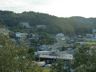 見慣れた町並みを沼隈病院の窓から見ると