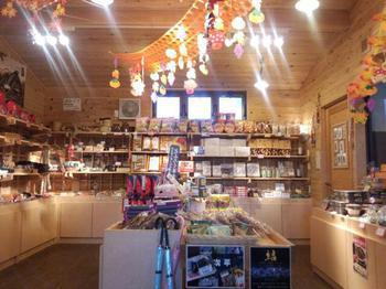 軽食の外売りコーナー&地元農産物の売店