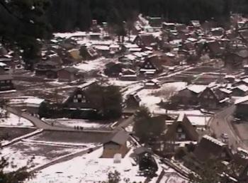 4月21日 冬に戻った白川郷合掌集落