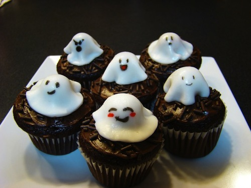 Halloween_Cupcakes__Ghosts_by_xcalixax-680x510.jpeg
