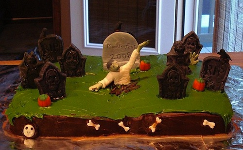 Zombie_Graveyard_Cake_by_silentorchid-680x422.jpeg