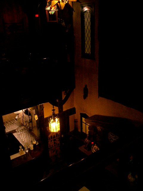 ボルドー 2階階段より