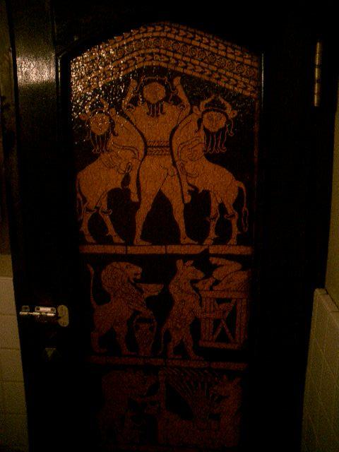 ボルドー トイレの扉