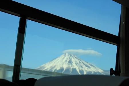 バスの窓に