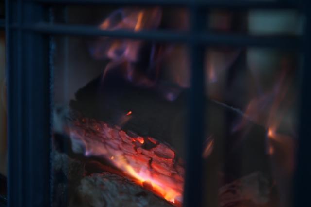 薪スト-ブの炎-2