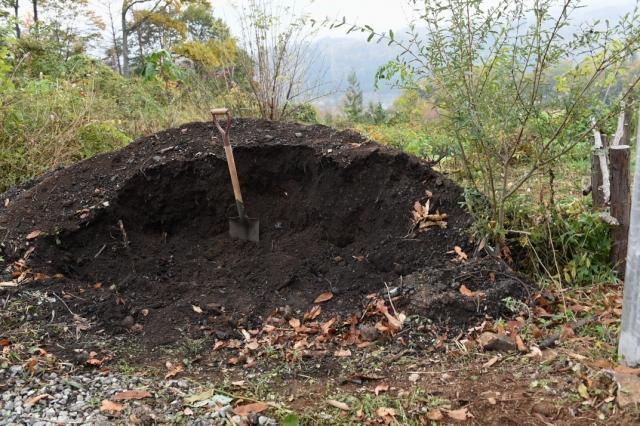 頂いた雑木の灰と炭の混じった土-1