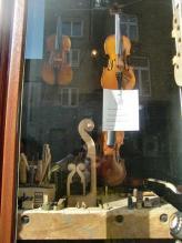 バイオリンの店1