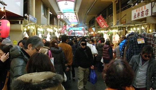 湊川市場の歳末-1