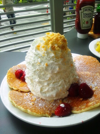 strawberry n cream macadamia pancakes