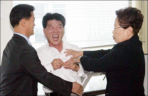 【国際】日本が寄贈したグアムの交番に韓国人がハングルの看板を掲げるYouTube動画>17本 ->画像>20枚