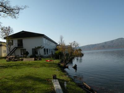 紅葉の屈斜路湖ホテル