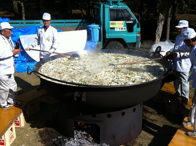 下野市天平の芋煮会3000人分の芋煮