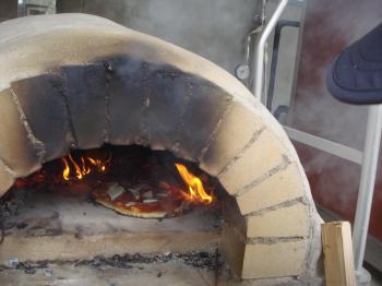 小型石窯の初焼き