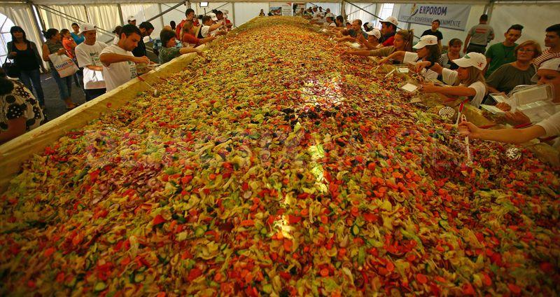 巨大サラダ2