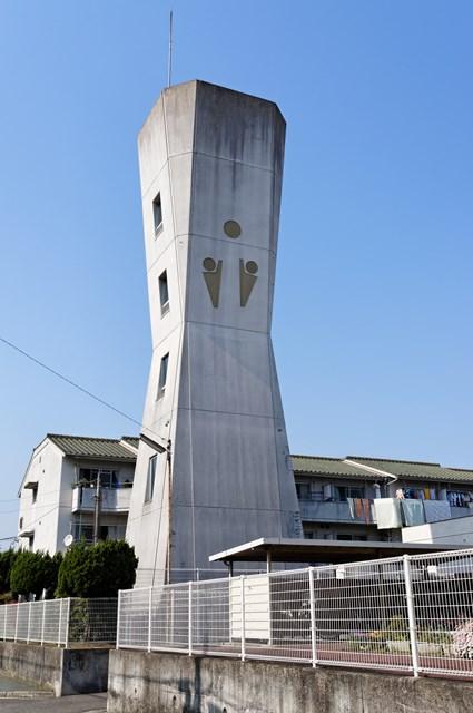 愛媛県営久米団地の給水塔
