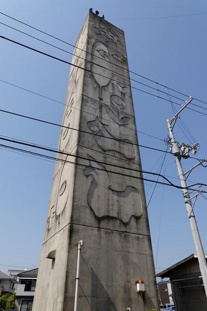 愛媛県営森松団地の給水塔南面