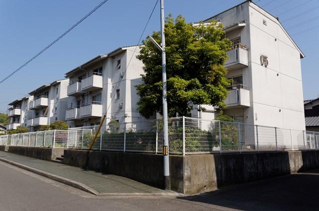 愛媛県営久米団地の住棟2