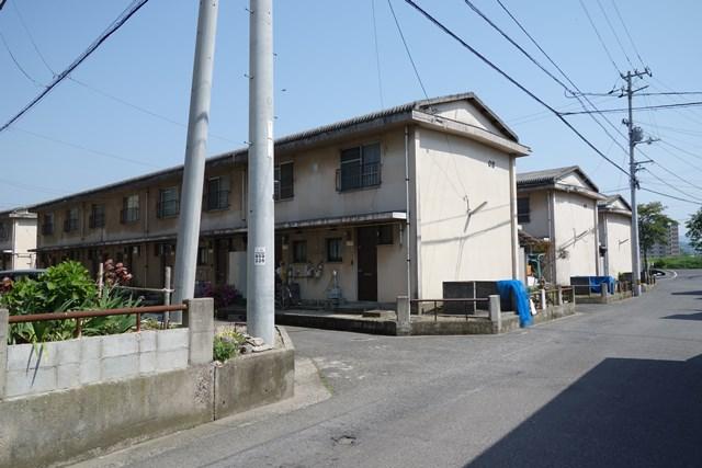愛媛県営森松団地のテラスハウス群