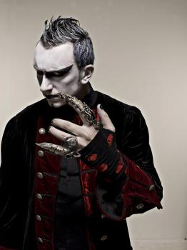 GOTHMINISTER「Happiness In Darkness」(2)
