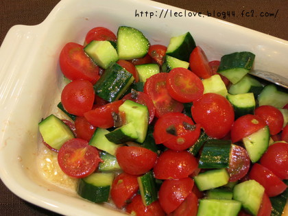 キュウリとトマトの切っただけサラダ