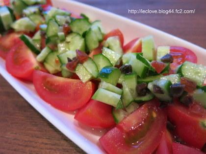 カットトマトときゅうりのサラダ