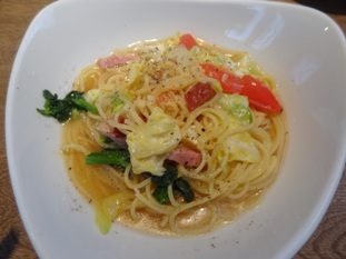 ベーコンとたっぷり春野菜のペペロンチーノ